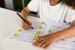 Mädchen mit Lehrbuch Lizenzfreie Stockfotografie
