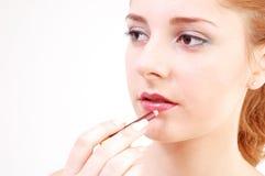 Mädchen mit Lippenstift Stockfotos