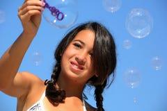 Mädchen mit Luftblasen Lizenzfreie Stockfotos
