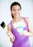 Mädchen mit Malerpinsel und Farben-Muster Lizenzfreies Stockbild