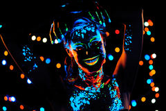 Mädchen mit Neonfarbe bodyart Porträt Stockbild
