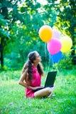 Mädchen mit Notizbuch Lizenzfreie Stockbilder