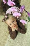 Mädchen mit Orchidee Stockbilder