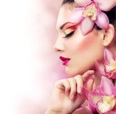 Mädchen mit Orchidee Stockfotos