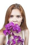 Mädchen mit Orchideen Stockbild