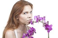 Mädchen mit Orchideen Lizenzfreies Stockfoto