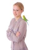 Mädchen mit Papageien Stockfotos