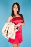 Mädchen mit Pelzmantel- und -autotaste Stockbild
