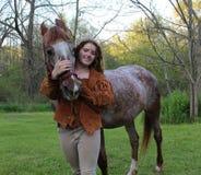 Mädchen mit Pferd Stockfoto