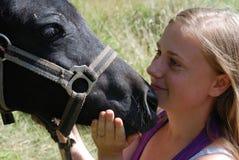Mädchen mit Pony lizenzfreies stockbild