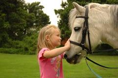 Mädchen mit Pony Stockfotografie