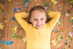 Mädchen mit Puzzlespiel Lizenzfreies Stockbild