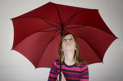 Mädchen mit Regenschirm Stockfotos