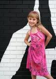 Mädchen mit rosafarbenem Kleid lizenzfreie stockfotos
