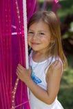 Mädchen mit rosafarbenen Beleuchtunggefäßen Lizenzfreie Stockfotografie
