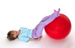 Mädchen mit rotem Ball Lizenzfreies Stockfoto