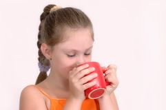 Mädchen mit rotem Cup Stockbilder