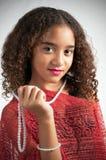 Mädchen mit rotem Schal Stockfotografie