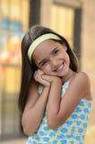 Mädchen mit süßem Lächeln Stockfotos