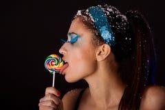 Mädchen mit Süßigkeit Stockfoto