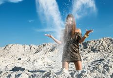 Mädchen mit Sand Lizenzfreies Stockbild