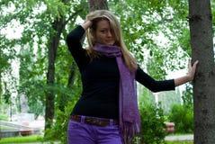 Mädchen mit Schal Stockbild