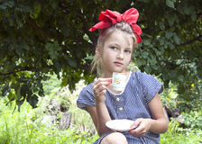 Mädchen mit Schale Lizenzfreies Stockbild