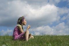 Mädchen mit Seifenluftblasen III Stockbilder