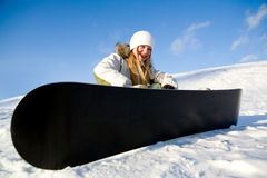 Mädchen mit Snowboard auf Schnee Stockfotos