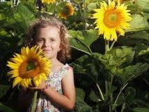 Mädchen mit Sonnenblume Lizenzfreies Stockbild