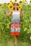 Mädchen mit Sonnenblumen Stockbilder