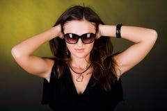 Mädchen mit Sonnenbrillen lizenzfreie stockfotografie