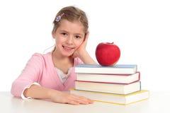 Mädchen mit Stapel Büchern Lizenzfreies Stockfoto