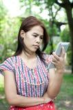 Mädchen mit Tablette Lizenzfreie Stockfotos