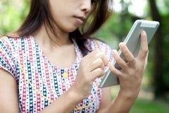 Mädchen mit Tablette Lizenzfreies Stockbild