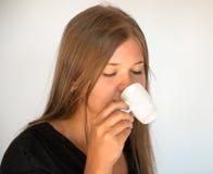 Mädchen mit Tasse Kaffee Lizenzfreies Stockfoto