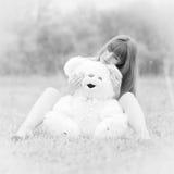 Mädchen mit Teddybären Stockbilder