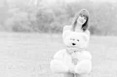 Mädchen mit Teddybären Stockbild