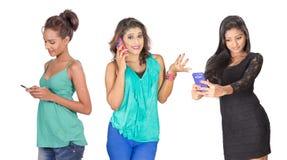 Mädchen mit Telefonen Stockbild