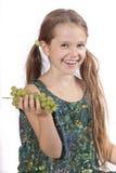 Mädchen mit Trauben Lizenzfreie Stockfotografie
