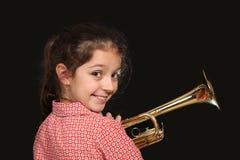 Mädchen mit Trompete lizenzfreie stockbilder