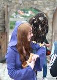 Mädchen mit Vogel Stockfotos