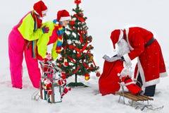 Mädchen mit Weihnachtsmann Stockfotos