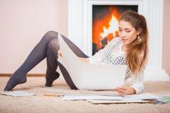 Mädchen mit whatman Lizenzfreies Stockfoto