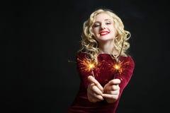 Mädchen mit Wunderkerzen Lizenzfreies Stockfoto
