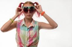 Mädchen mit Zöpfen in den Gläsern Lizenzfreies Stockbild