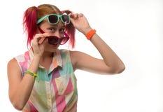 Mädchen mit Zöpfen in den Gläsern Stockbilder