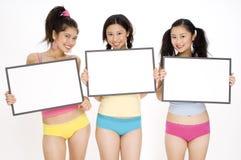 Mädchen mit Zeichen Stockfotos