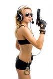 Mädchen-Mittel mit einer Gewehr und Handschellen Lizenzfreies Stockfoto