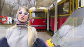 Mädchen in modernem stock footage